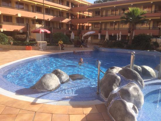 Vasca interna all 39 hotel picture of hovima jardin caleta for Aparthotel jardin caleta tenerife hotel
