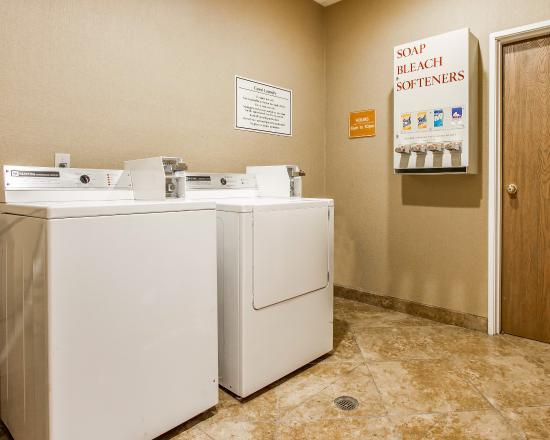 Comfort Inn & Suites: Laundry