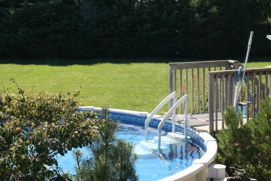 Thamesford, Canada: seasonal pool at jJust for You B&B