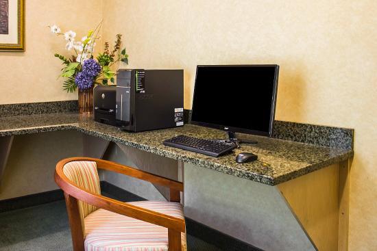 Comfort Inn : Computer