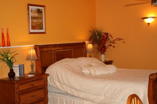 Thamesford, Canadá: Dream away in our Sunshine Suite at Just for You B&B