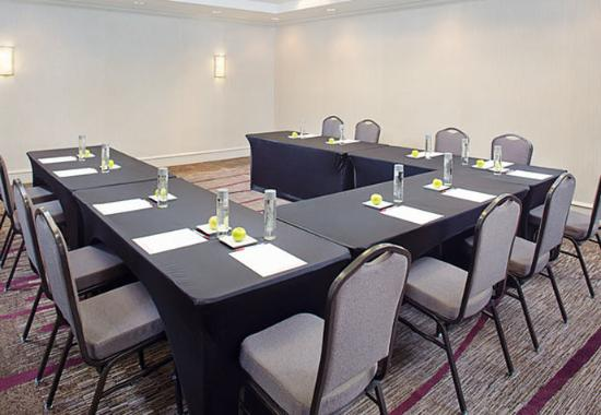 Pleasanton, Kalifornien: Alameda Meeting Room – U-Shape Setup