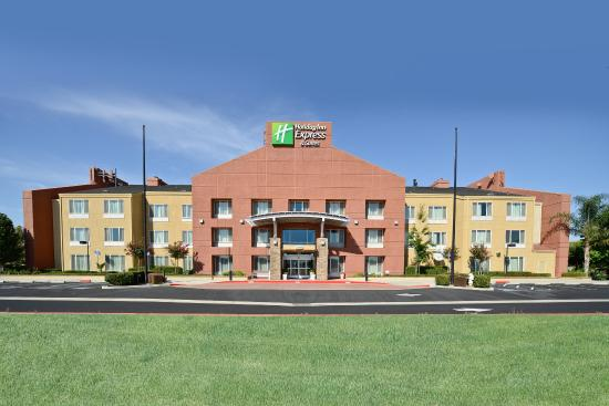 Holiday Inn Express Elk Grove: Hotel Exterior