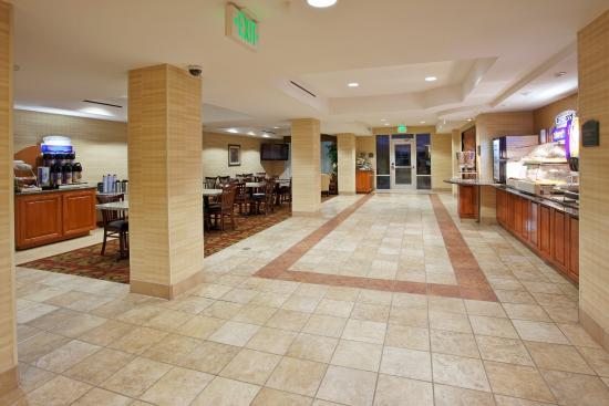 Holiday Inn Express Elk Grove: Breakfast Bar