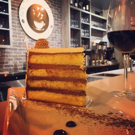 Neptune Beach, FL: old fashioned cake and a glass of wine