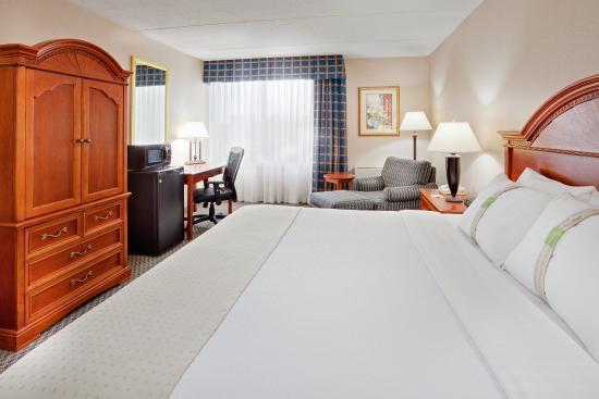 Оберн, Нью-Йорк: Unwind in our spacious king bedded rooms.