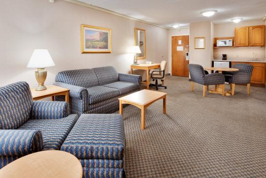 Оберн, Нью-Йорк: Spacious two-room suites are available.