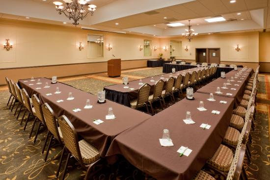 Auburn, NY: Meet in comfort in our Ballroom