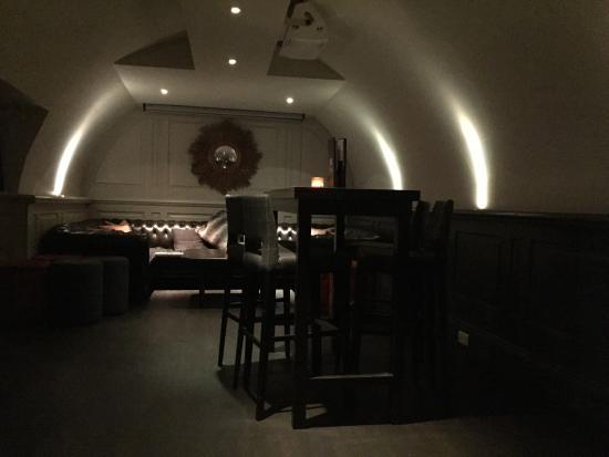 Circo Bar and Lounge: photo1.jpg