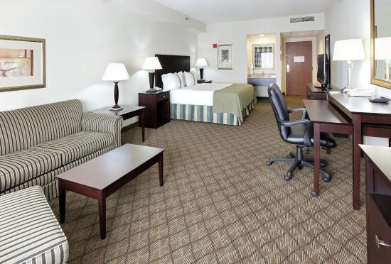 Springdale, AR: Mini King Suite