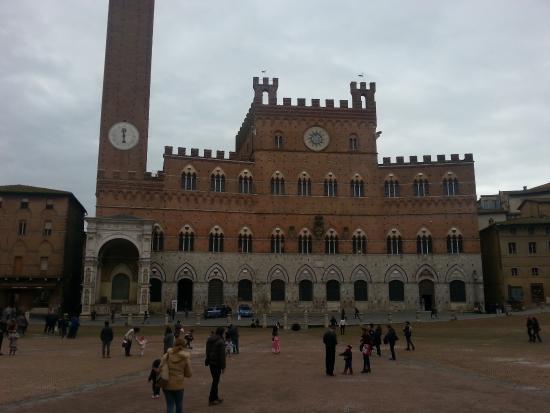 Siena, İtalya: Palazzo e piazza