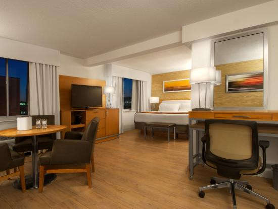 Sunset Hills, MO : Suite