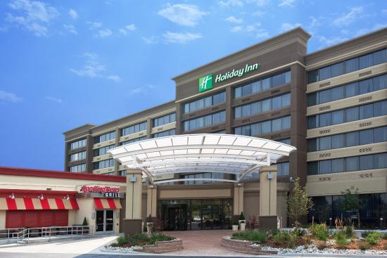 Holiday Inn Lakewood Hotel minutes from Redrocks Amphitheater