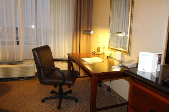 Lakewood, CO: providing a comfortable work area for those traveling to Denver