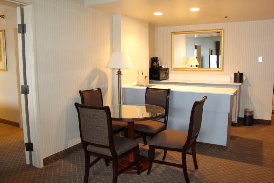 Lakewood, CO: For Denver visitors needing additional space our suite is perfect