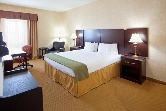 Prince Frederick, MD: King Bed Guest Room
