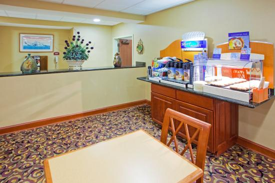 Holiday Inn Express Prince Frederick: 24 hour coffee, tea and hot chocolate