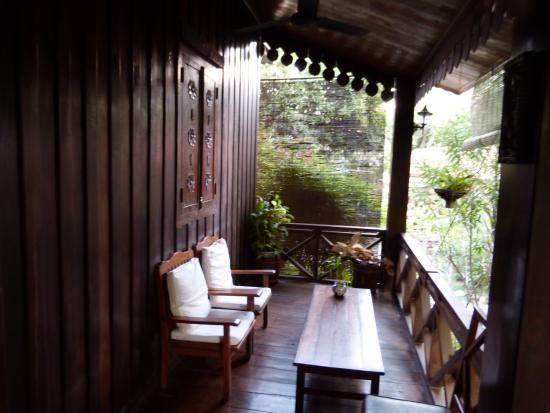 Auberge Sala Inpeng (Mekong Riverside Inn): terasse devant la chambre