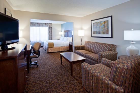 Saint Cloud, MN: One King Bed with sleeper sofa