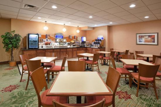Streetsboro, OH: Breakfast Area open 6:30 A.M. to 9:30 A.M.