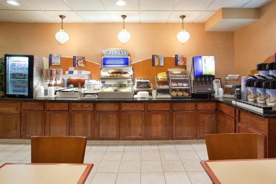 Streetsboro, OH: Breakfast Bar