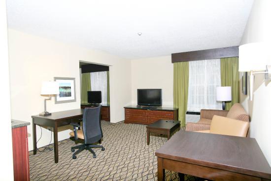 Roseville, MI: Suite