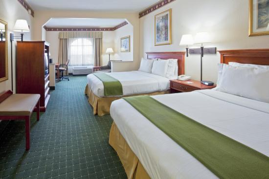 Holiday Inn Express Orlando Airport: 2 Queen Bed Guest Room