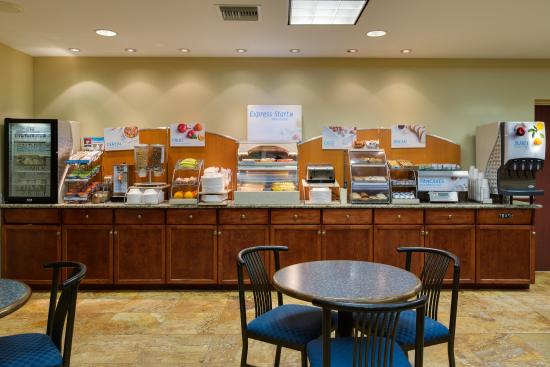 Sebring, FL: Breakfast Bar and Great Room