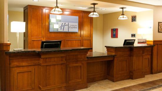 Turlock, Kaliforniya: Front Desk
