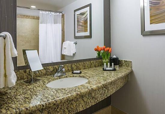 Culver City, Califórnia: Suite Bathroom
