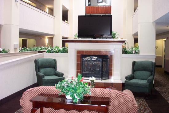 Trussville, AL: Lobby Lounge