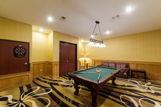 Comfort Inn & Suites Burnet: Pool Table Room exclusively for your entertainment