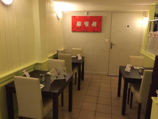 Vivonne, France: Quelques tables en rez de chaussée