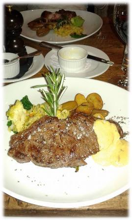 Saanen, Zwitserland: Viande sur le Grill