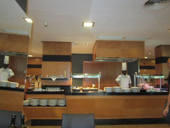 Hotel Isla Mallorca & Spa: cocinero en la placha