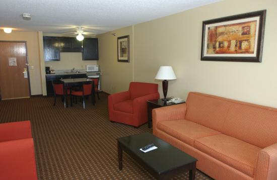 Owatonna, MN: King Bed Whirlpool Suite