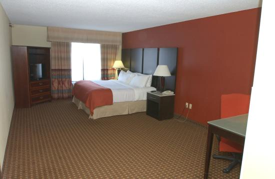 Owatonna, MN: King Deluxe Suite