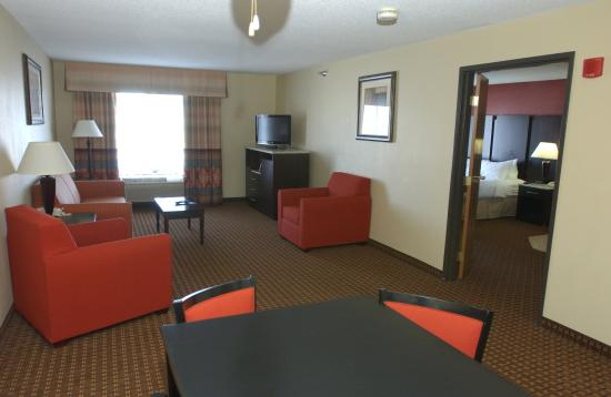 Owatonna, MN : King Bed Whirlpool suite