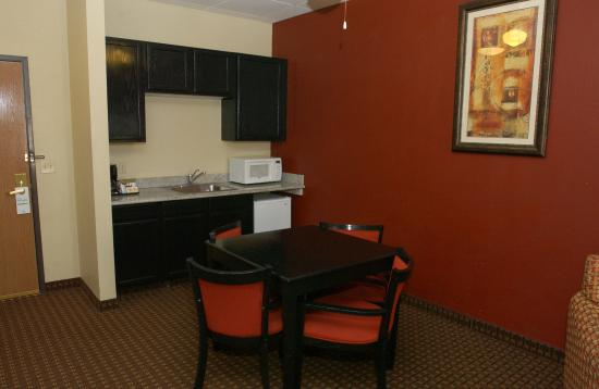 Owatonna, MN : Family Suite
