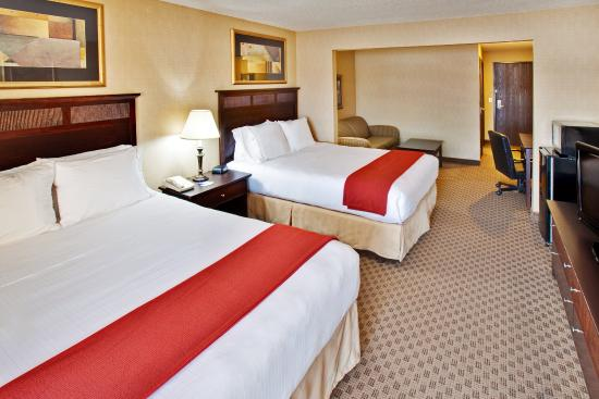 Le Claire, IA: Double Bed Guest Room