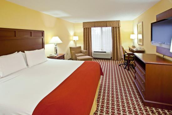 Murray, KY: King Bed Guest Room