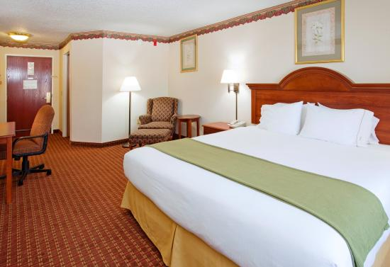 Hillsville, VA: Spacious King Room