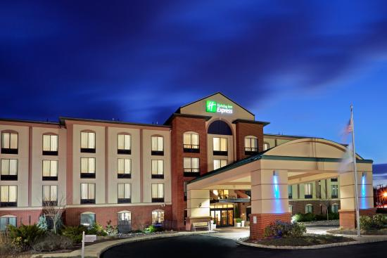Branchburg, NJ: Welcome to the Holiday Inn Express & Suites Bridgewater