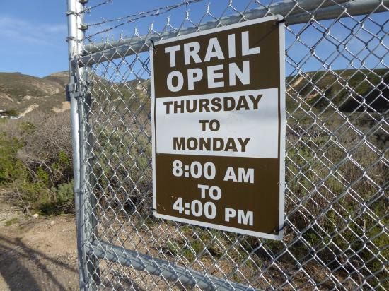Los Osos, كاليفورنيا: Sign at entrance gate
