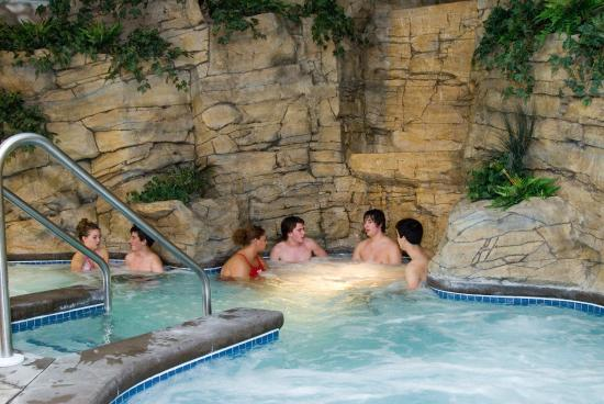 Holiday Inn Elk River Hotel & Wild Woods Water Park Whirlpool