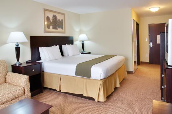 Leesville, LA: King Bed Guest Room