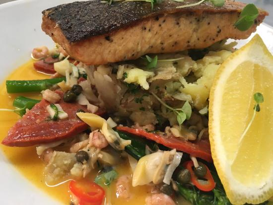 Ilkley, UK: Salmon & Crab specials