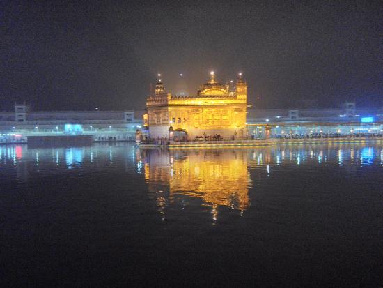 Harmandir Sahib: Glowing with the night gleam