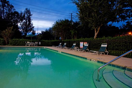Holiday Inn Express - Ocala Midtown Medical - US 441: Florida Evening Pool Side