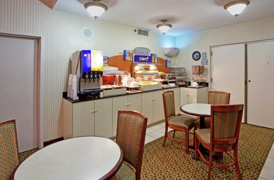 Holiday Inn Express Anderson: Breakfast Bar